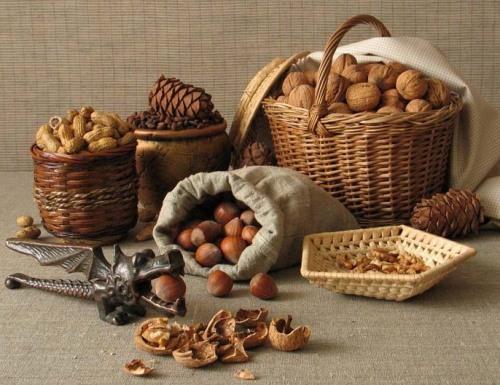 По примете, если одним летом урожай на орехи, то следующим летом будет урожай на зерновые